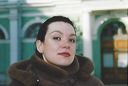 Ekaterina Semenchuk outside the Mariinsky Theatre in 2001 – photo by Michael Church