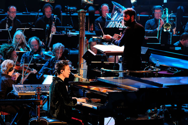 Jacob Collier accompanied by conductor Jules Buckley and his Metropole Orkest (c) Mark Allan