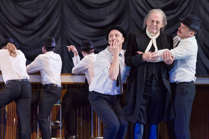Gyula Orendt as Guglielmo Thomas Allen as Don-Alfonso Paolo Fanale as Ferrando (c) ROH Stephen Cummiskey