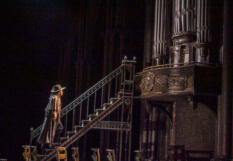 Erwin Schrott as Mephistopheles in Faust (C) ROH 2019 Tristram Kenton