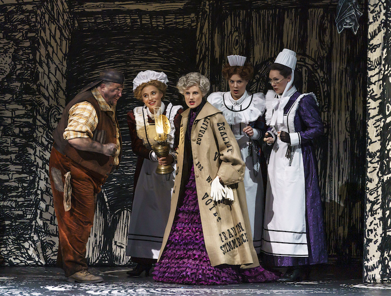Monostasos (Jörg Schneider), First Lady (Esther Dierkes), Queen of the Night (Caroline Wettergreen), Third Lady (Katharina Magiera) and Second Lady (Marta Fontanals-Simmons)