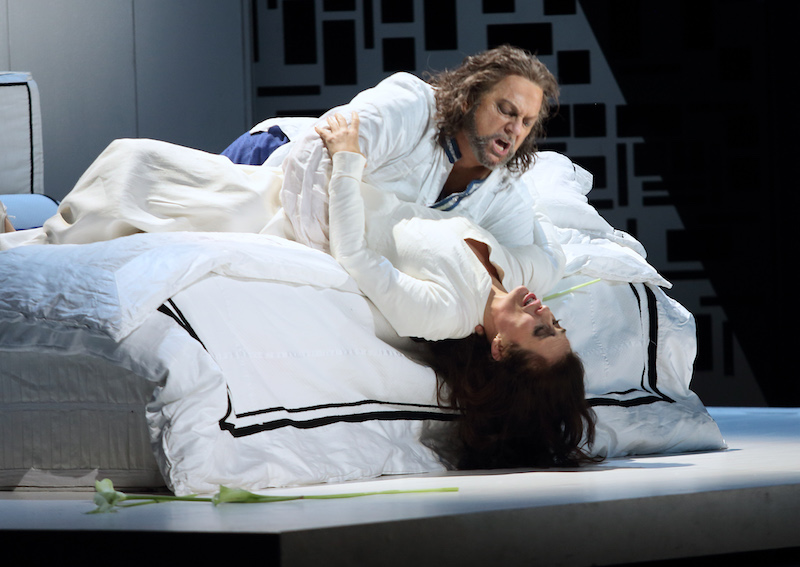 Gregory Kunde as Otello and Ermonela Jaho as Desdemona in Otello (c) ROH and Catherine Ashmore